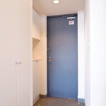 玄関も1人暮らしには十分なスペース。