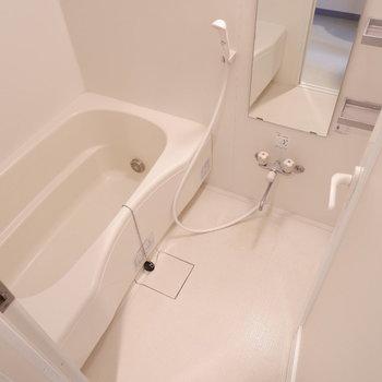 浴室は1人暮らしには十分な広さ。