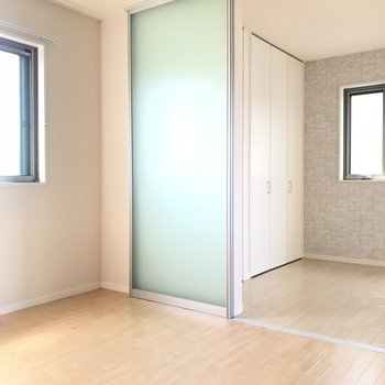 【LDK】採光バッチリ◎ 薄いグリーンのパーテーション。※写真は前回募集時のものです
