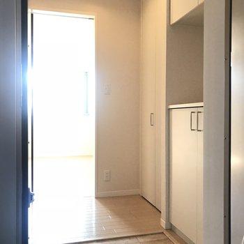 玄関から。入った瞬間明るくぽかぽか※写真は前回募集時のものです