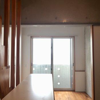梁があるから空間のメリハリはOK※写真は同建物同間取りの別部屋のものです