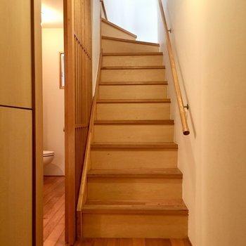 1階へ降りてきて水回りへ※写真は同建物同間取りの別部屋のものです