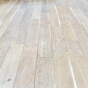 【ディティール】無垢床に癒されてくださいね。