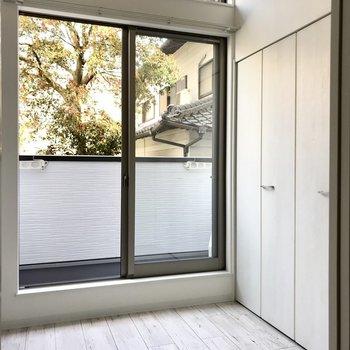 続いて洋室!コンパクトだけど窓はしっかり。明るい空間です。