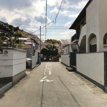 まわりは閑静な住宅街。