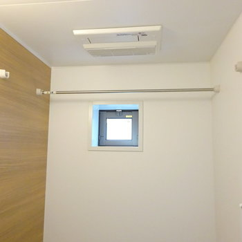 浴室乾燥機と再び小窓