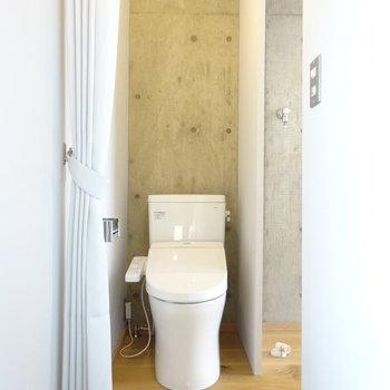 トイレはその左に