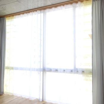 窓は壁一面!