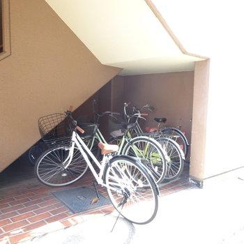 駐輪スペースがちょこっと。