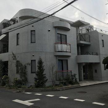 コンクリートむき出しのマンション!