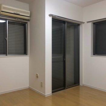 全ての窓にシャッターが付いていて防犯面にも優れています。