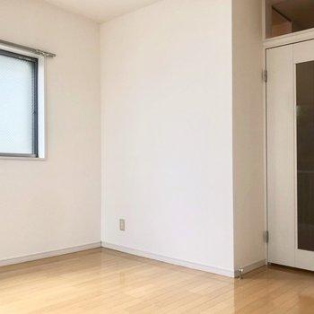 居室に収納はありませんがその分広々しているので色々工夫できそう。