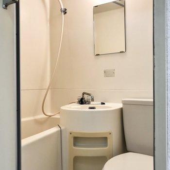 3点ユニットです。お掃除が簡単ですね。※写真は2階の同間取り別部屋のものです