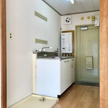 廊下スペースは2人分のスペースがありますよ。※写真は2階の同間取り別部屋のものです