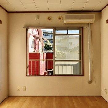 エアコン完備されてますよ。※写真は2階の同間取り別部屋のものです