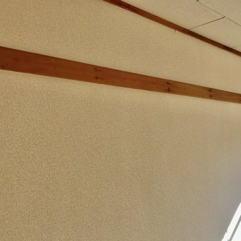 S字フックなど使えそう。※写真は2階の同間取り別部屋のものです