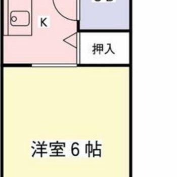 でも、実は6畳1Rのお部屋なんです。キッチンとリビングの間はカーテンで仕切れます。