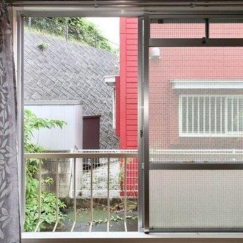 窓を開けていると鳥のさえずりが聞こえてくるかも。