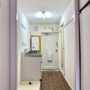 台所を使用する際、狭く感じることはなさそう。