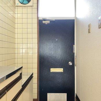 玄関には大きめな段差があります。