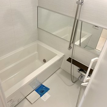 お風呂広いです。※写真は3階同間取り別部屋のものです