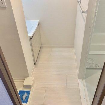 洗面所はこんな感じ。※写真は3階同間取り別部屋のものです