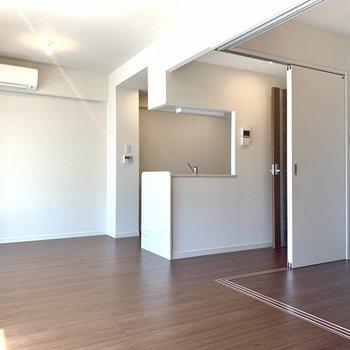 憧れのカウンターキッチン!※写真は3階同間取り別部屋のものです