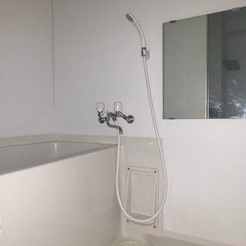 お風呂もゆったり。※写真は通電前・一部フラッシュを使用して撮影しています