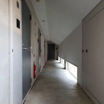 お部屋はエレベーターを降りて2つめ。