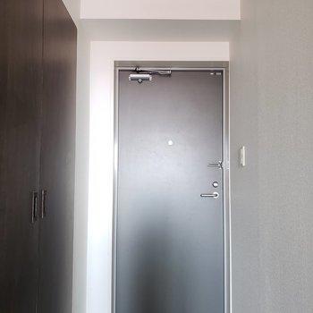 玄関からお部屋まではフラット。※写真は通電前のものです
