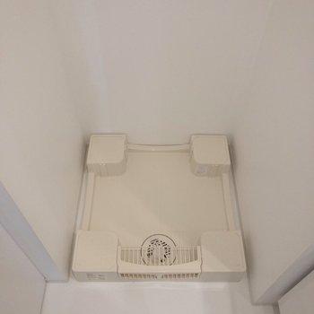 洗面台の横には洗濯機置場。
