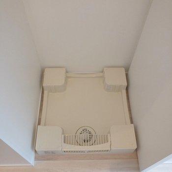 居室の入り口には洗濯機置場。※写真は4階の同間取り別部屋のものです
