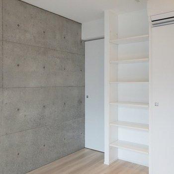 収納棚には何を飾ろうかな。※写真は4階の同間取り別部屋のものです