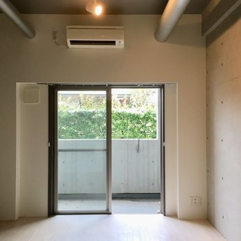 天井がすごく高いんです。※写真は1階の同間取り別部屋のものです