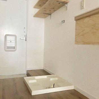 洗濯機はキッチン横へ ※通電前のお部屋です。