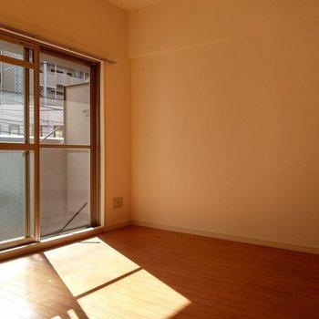 こちら側にテレビを置けそう!※写真は2階の同間取り別部屋のものです