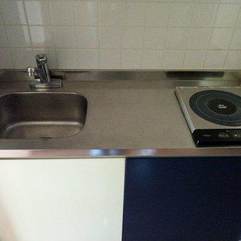 コンパクトながら調理スペースは十分!!※写真は2階の同間取り別部屋のものです