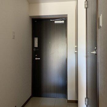 玄関も広いです※写真は通電前のものです