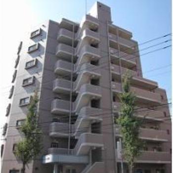 綾瀬にある8階建てのマンション