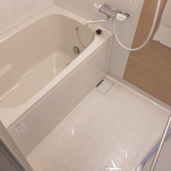 お風呂はゆとりがあって、くつろげそう!
