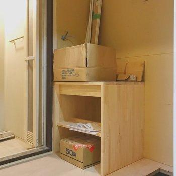 【工事中】こちら洗面台。木製の台がステキです◎