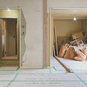 【工事中】それぞれ引き戸とドアが設置されます