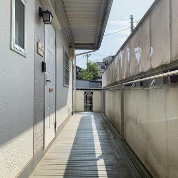 共用部分の廊下はスペースあります