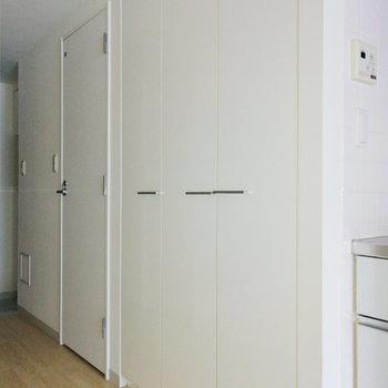 収納は廊下に2種類。※写真は通電・クリーニング前のものです