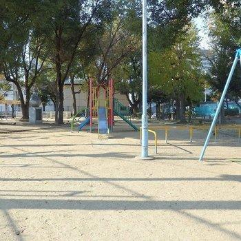 すぐ近くに公園もありますよ~。