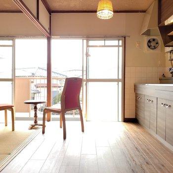 真ん中の仕切りで個室として使っても良し、オープンに使っても良し◎(※写真の家具は見本です)