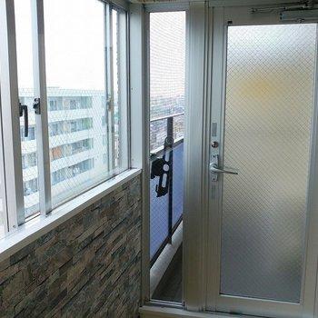 こちらのドアを開けると・・・※写真は11階の同間取り別部屋のものです