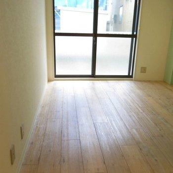 床材はウッド調のタイルです。※写真は前回募集時のものです