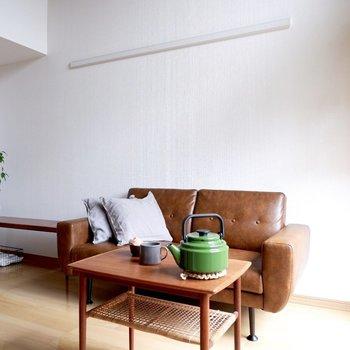 ベージュの床にブラウン系の家具もしっくりきますよ。※家具はサンプルです