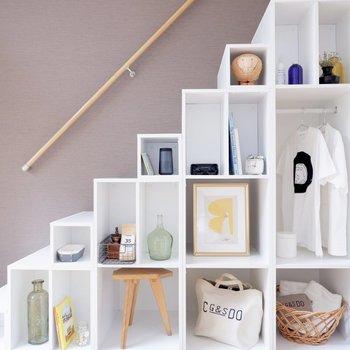 このようにお気に入りの雑貨をディスプレイしましょう。※家具はサンプルです
